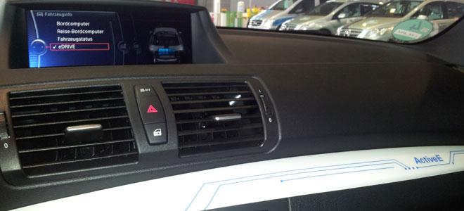 Cockpit des Elektoumbaus des BMW 1er Coupé