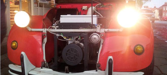 Aufgeräumt und sauber - der neue Motorraum der Ente.