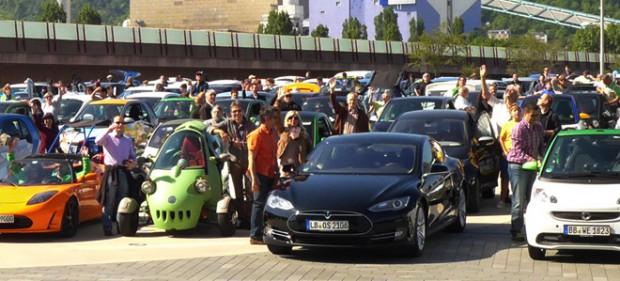 Elektroautos so weit das Auge reicht.