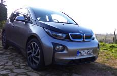 Der BMW i3 in den Weinbergen bei Nackenheim am Rhein